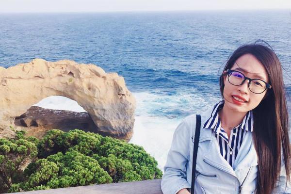 Yasmina (27), $200, Non-smoker, No pets, and No children