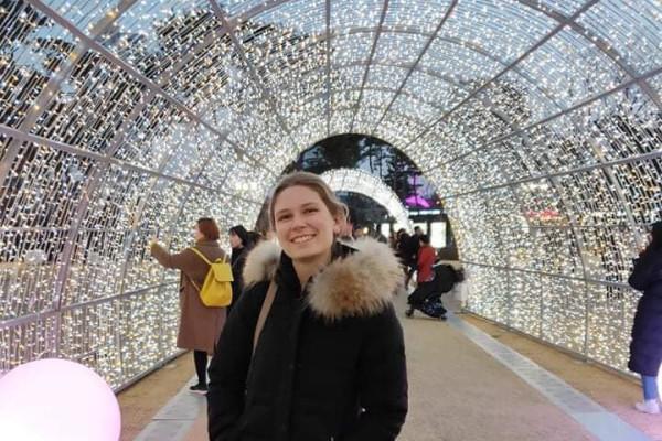Caitlin (25), $160, Non-smoker, No pets, and No children