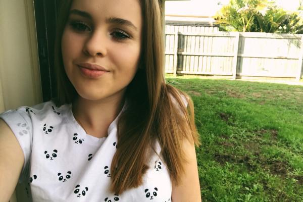 Melissa (19), $180, Non-smoker, No pets, and No children