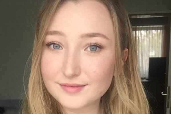 Anna (22), $180, Non-smoker, Have pets, Have children, and LGBT+