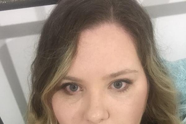 Fiona (30), $300, Non-smoker, No pets, and No children