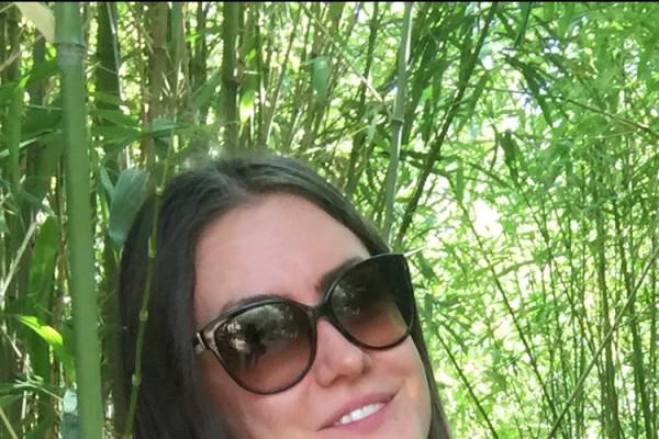 Ellie (28), $300, Non-smoker, No pets, and No children