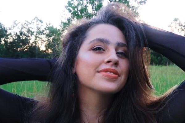 Emily (18), $220,