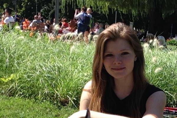 Juliane (22), $200,