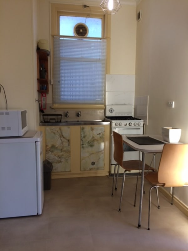 $250, Studio, 1 bathroom, Dalgety Street, Saint Kilda VIC 3182