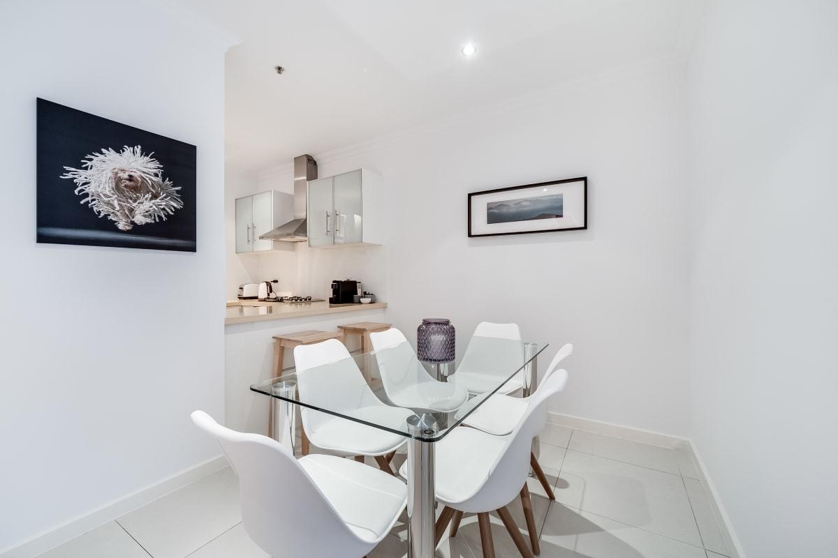 $300, Flatshare, 2 bathrooms, Grenfell Street, Adelaide SA 5000