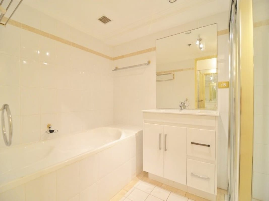 $350, Flatshare, 3 bathrooms, Pitt Street, Haymarket NSW 2000