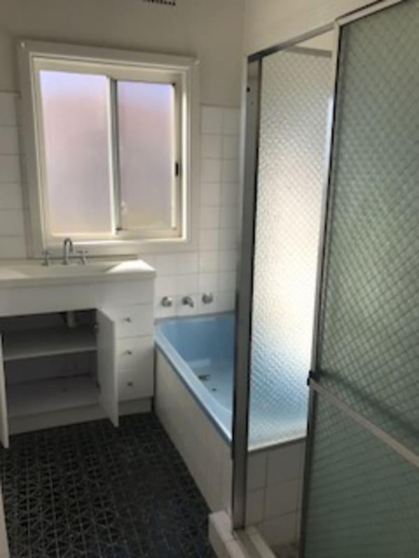 $170-200, Share-house, 2 rooms, Lake Avenue, Cringila NSW 2502, Lake Avenue, Cringila NSW 2502