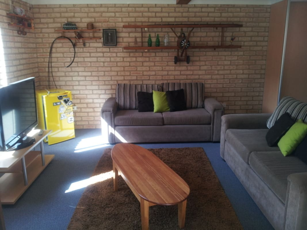 $250, Student-accommodation, 1 bathroom, Langson Avenue, Figtree NSW 2525