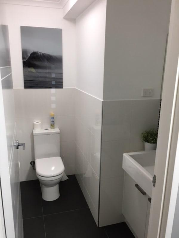 $300, 1-bed, 1 bathroom, Marine Parade, Biggera Waters QLD 4216
