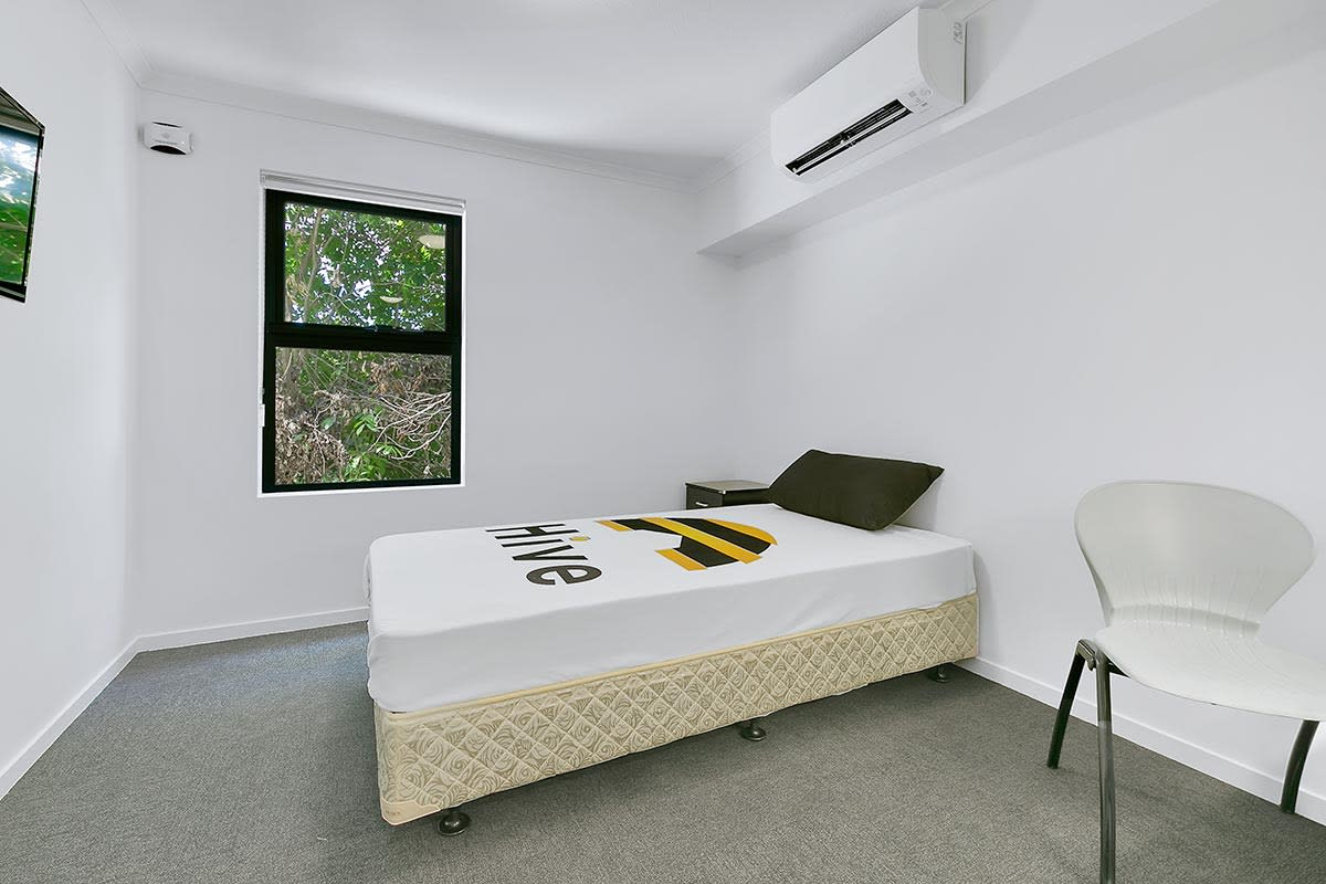 $250, Student-accommodation, 1 bathroom, Sir Fred Schonell Drive, Saint Lucia QLD 4067
