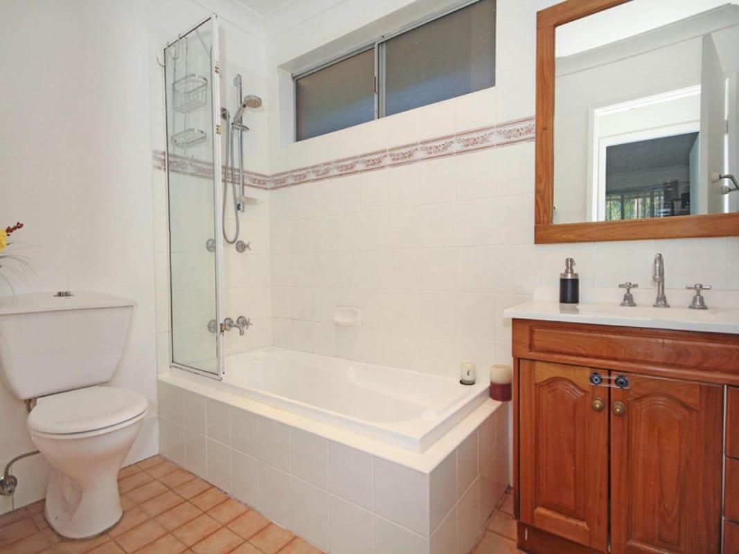 $150, Student-accommodation, 5 bathrooms, Carcoola Street, Mount Keira NSW 2500