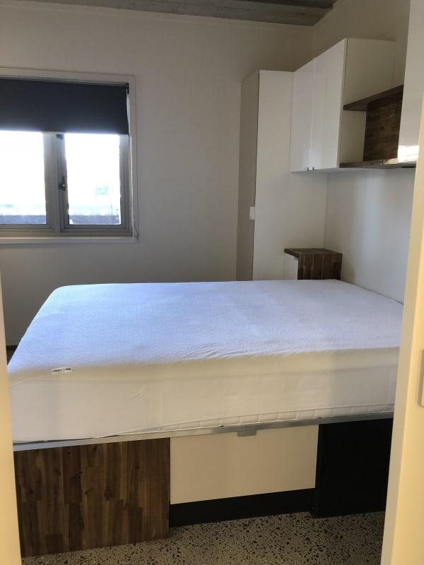 $378, 1-bed, 1 bathroom, Vulture Street, Kangaroo Point QLD 4169