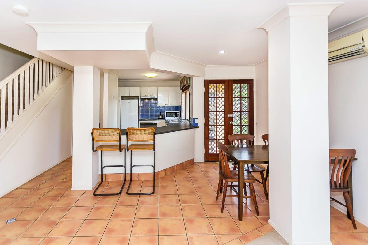 $200, Flatshare, 3 bathrooms, Pohlman Street, Southport QLD 4215