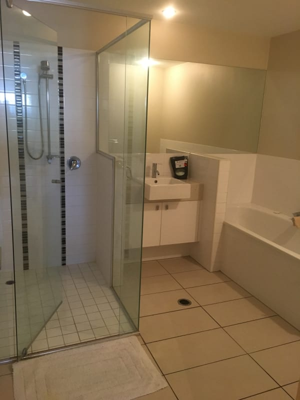 $300, Flatshare, 2 bathrooms, Musgrave Road, Red Hill QLD 4059