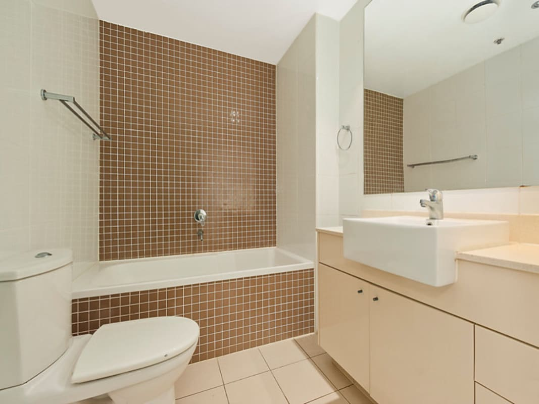 $500, Flatshare, 2 bathrooms, Pitt Street, Sydney NSW 2000