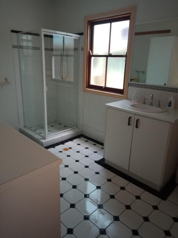 $200, Homestay, 5 bathrooms, Raglan Street, Saint Lucia QLD 4067