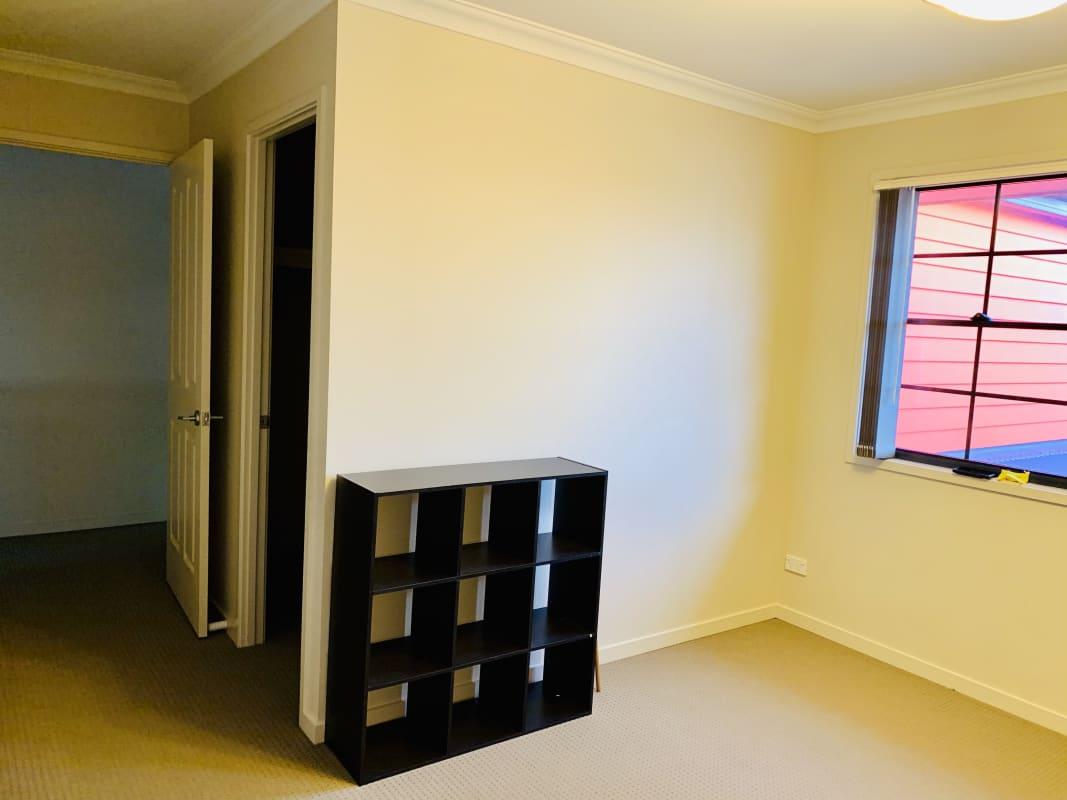 $190, Share-house, 5 bathrooms, Elizabeth Crescent, Varsity Lakes QLD 4227