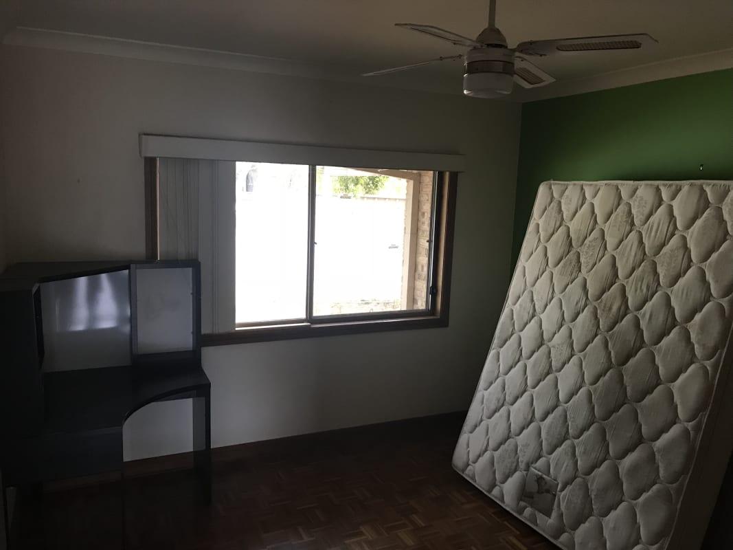 $200, Share-house, 4 bathrooms, Yvonne Crescent, Mount Warren Park QLD 4207