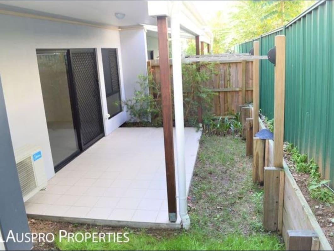 $165, Share-house, 3 bathrooms, Tudor Street, Holland Park West QLD 4122