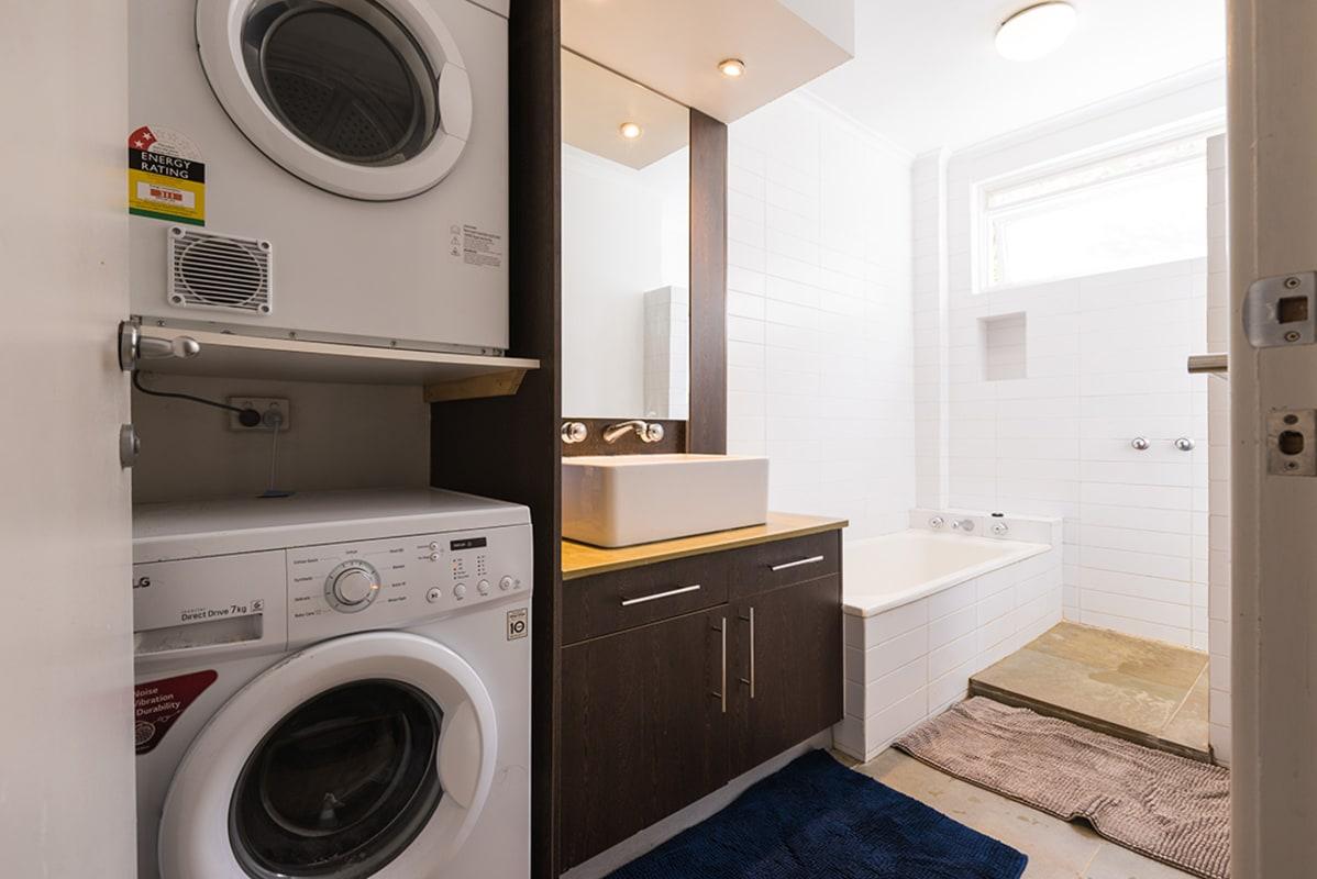 $200, Flatshare, 4 bathrooms, Malvern Road, Toorak VIC 3142