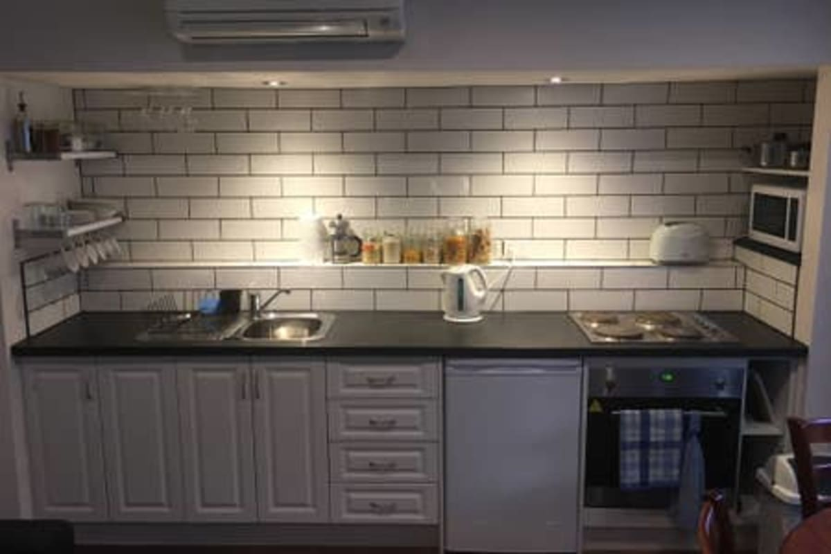 $350, Flatshare, 1 bathroom, Everton Grove, Surrey Hills VIC 3127