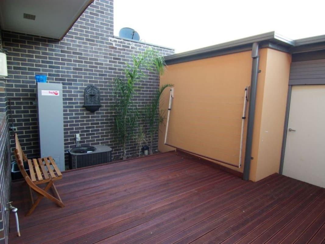 $200, Share-house, 3 bathrooms, Heath Drive, Glen Huntly VIC 3163