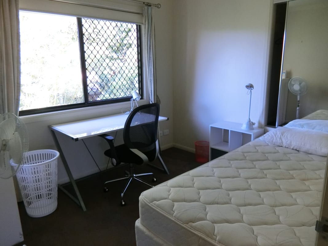 $550, Whole-property, 3 bathrooms, Ryans Road, Saint Lucia QLD 4067