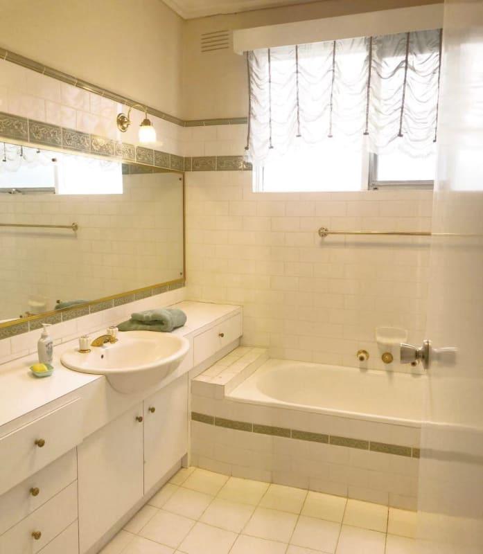 $120, Share-house, 6 bathrooms, Waverley Road, Malvern East VIC 3145