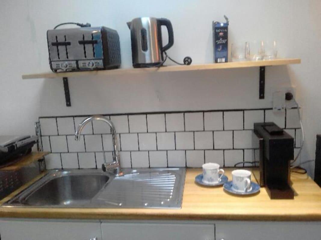 $320, Granny-flat, 1 bathroom, Vanberg Road, Essendon VIC 3040