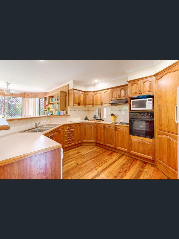 $250, Homestay, 4 bathrooms, Pioneer Road, Pomona QLD 4568