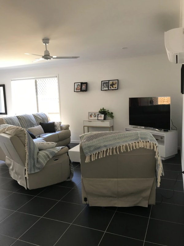 $150, Homestay, 4 bathrooms, Whistler Place, Willawong QLD 4110