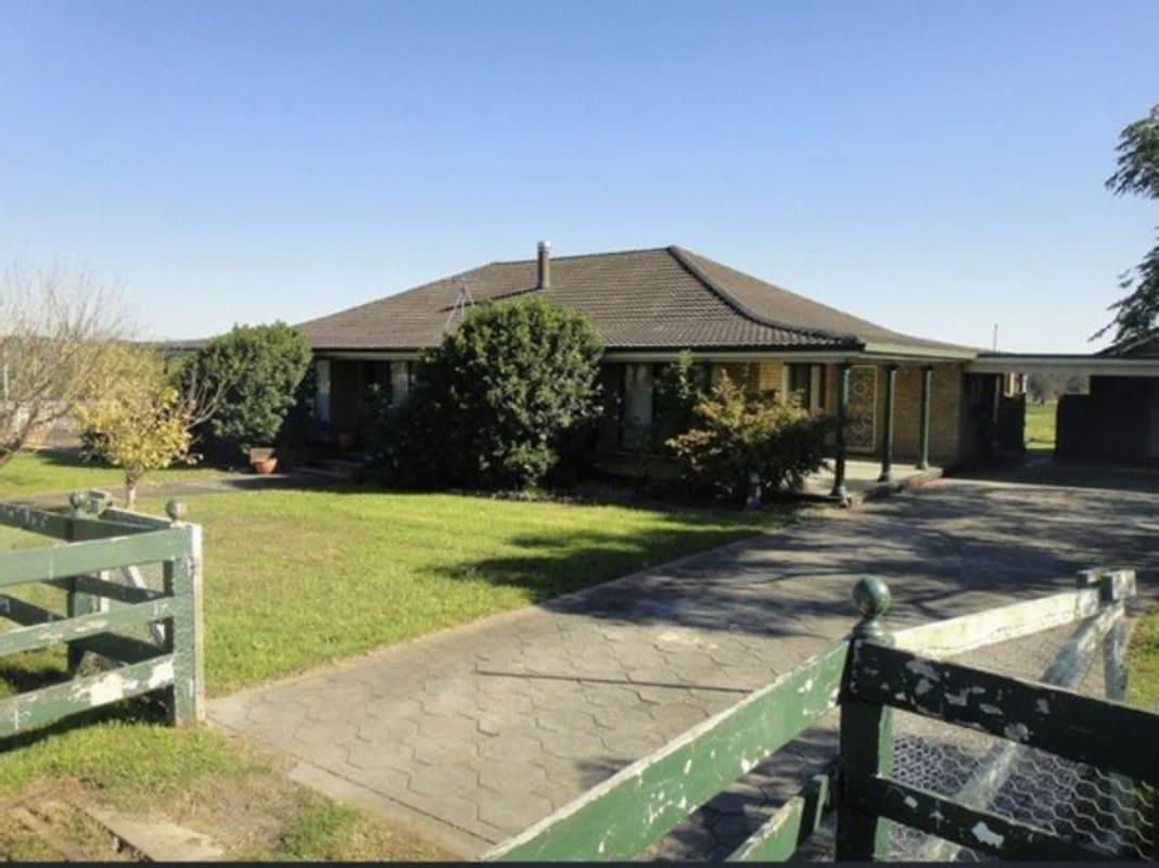 $250, Whole-property, 3 bathrooms, Raymond Terrace Road, East Maitland NSW 2323