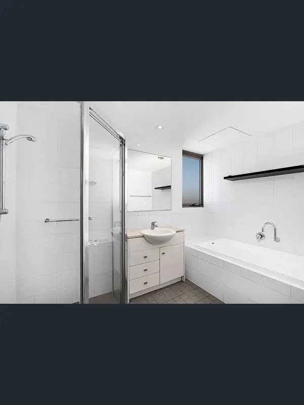 $750, Whole-property, 3 bathrooms, Crown Street, Wollongong NSW 2500