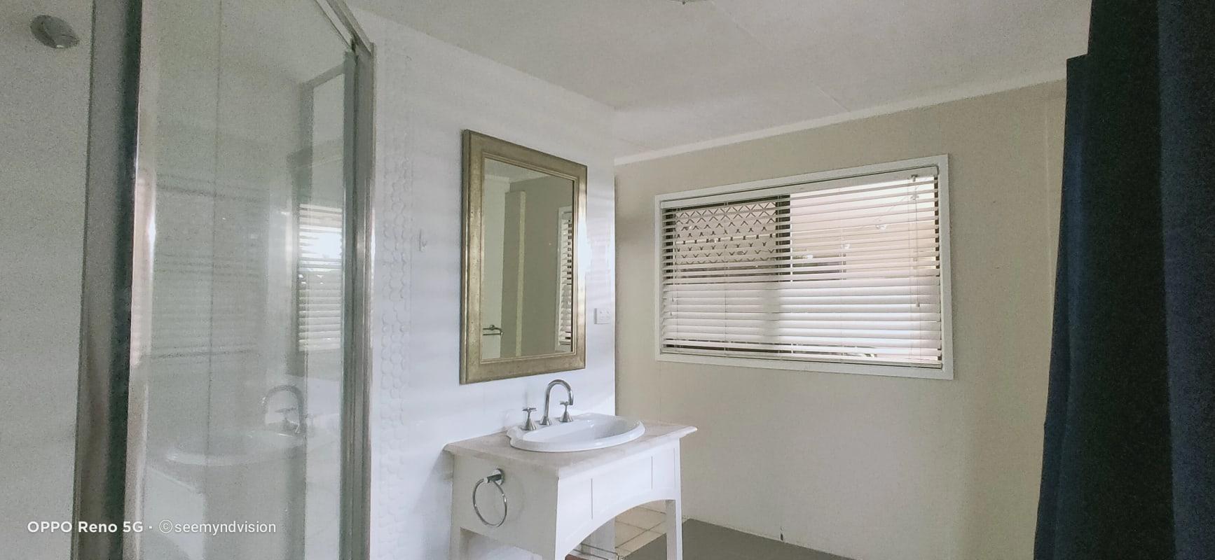 $220, Flatshare, 4 bathrooms, Pomona Avenue, Mooroobool QLD 4870