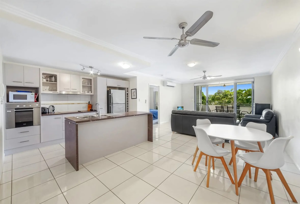 $180, Flatshare, 3 bathrooms, McLean Street, Cairns North QLD 4870