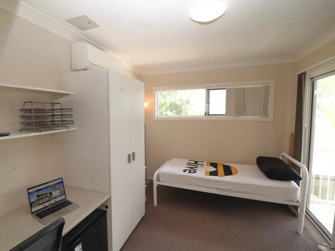 $180, Share-house, 5 bathrooms, Gailey Road, Saint Lucia QLD 4067