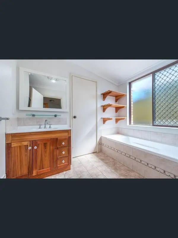 $220, Share-house, 3 bathrooms, Clarke Way, Bateman WA 6150