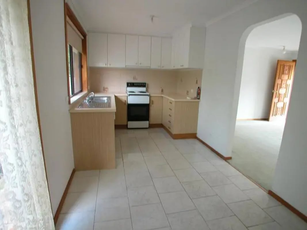 $580, Whole-property, 3 bathrooms, Barton Street, Surrey Hills VIC 3127