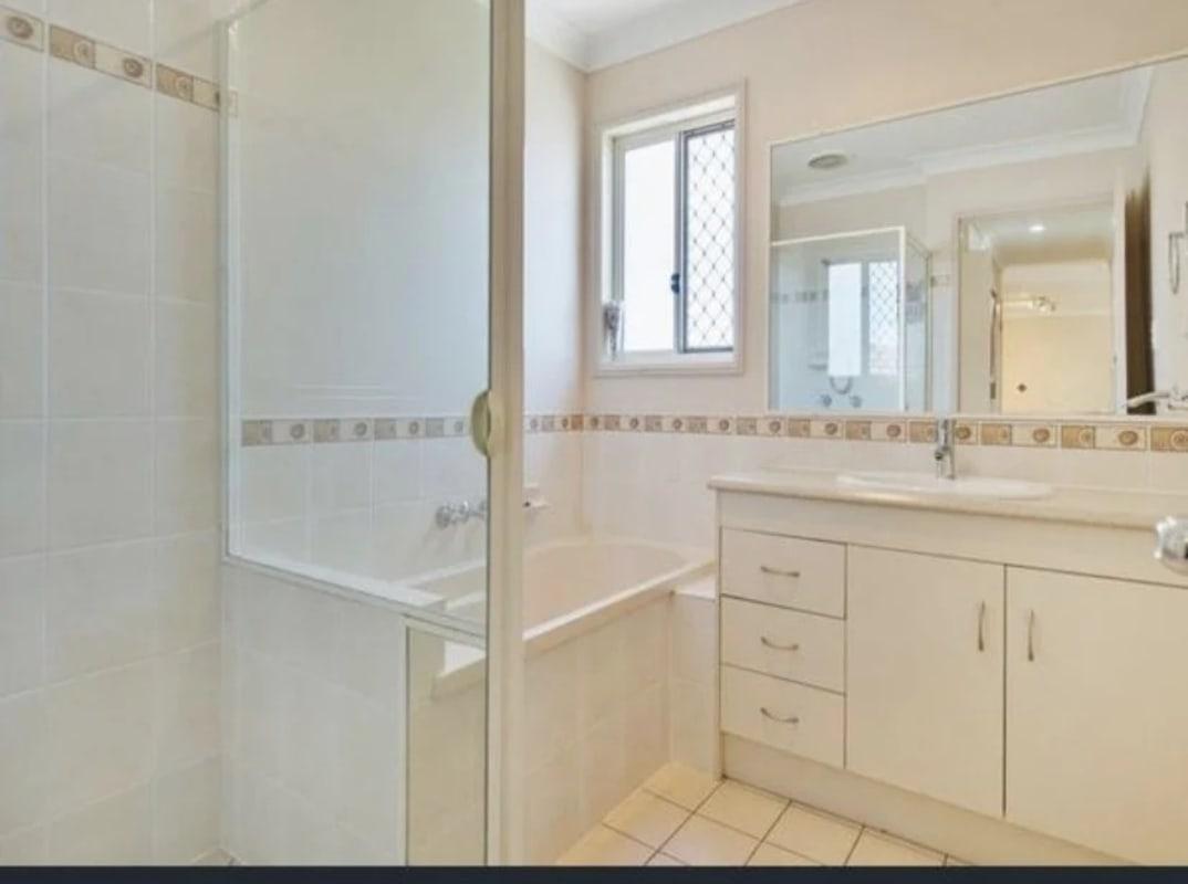 $220, Flatshare, 3 bathrooms, Rosefinch Street, Upper Coomera QLD 4209