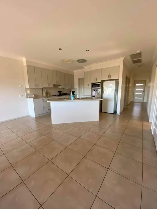 $135, Share-house, 3 bathrooms, Ebony Close, Hillvue NSW 2340