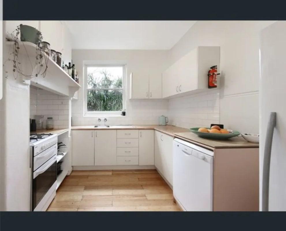 $350, 1-bed, 1 bathroom, Eildon Road, St Kilda VIC 3182