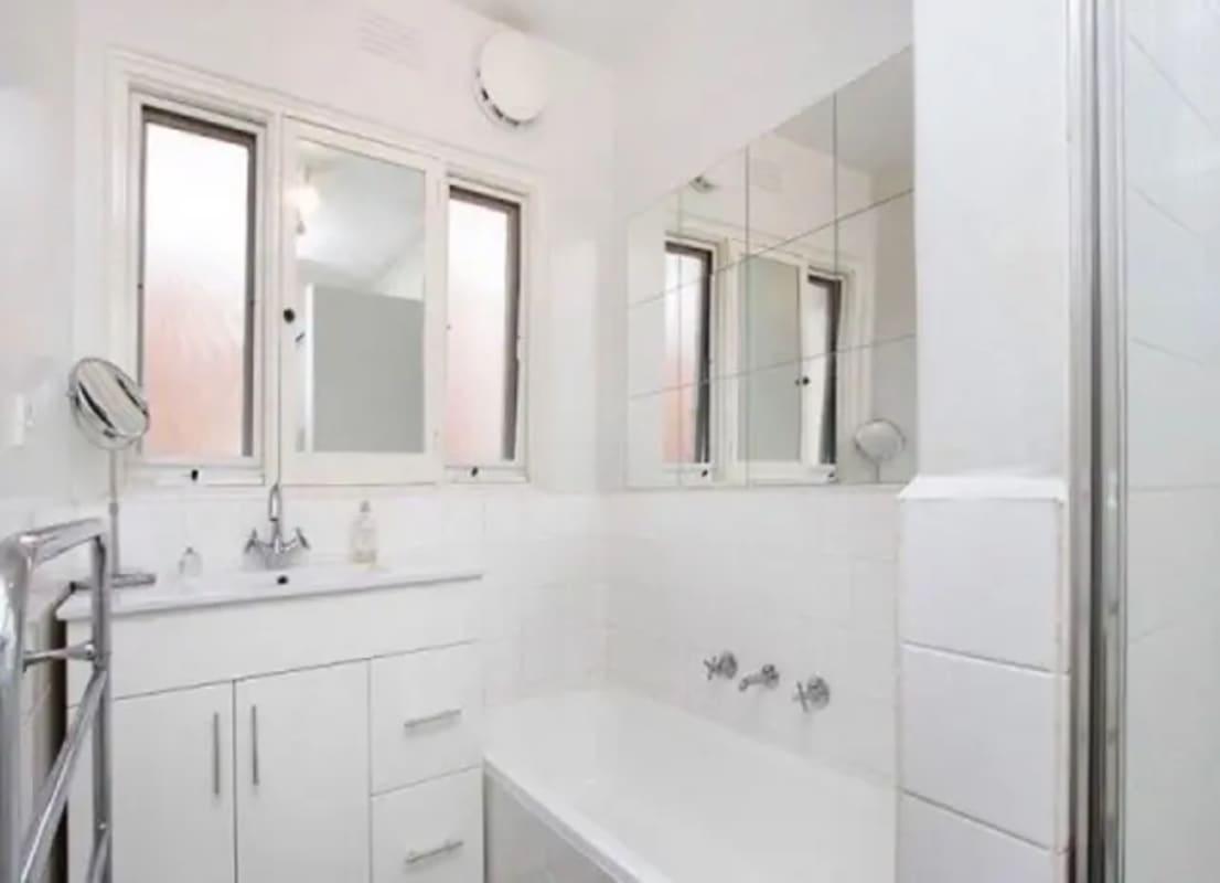 $250, Flatshare, 2 bathrooms, Mitford Street, St Kilda VIC 3182