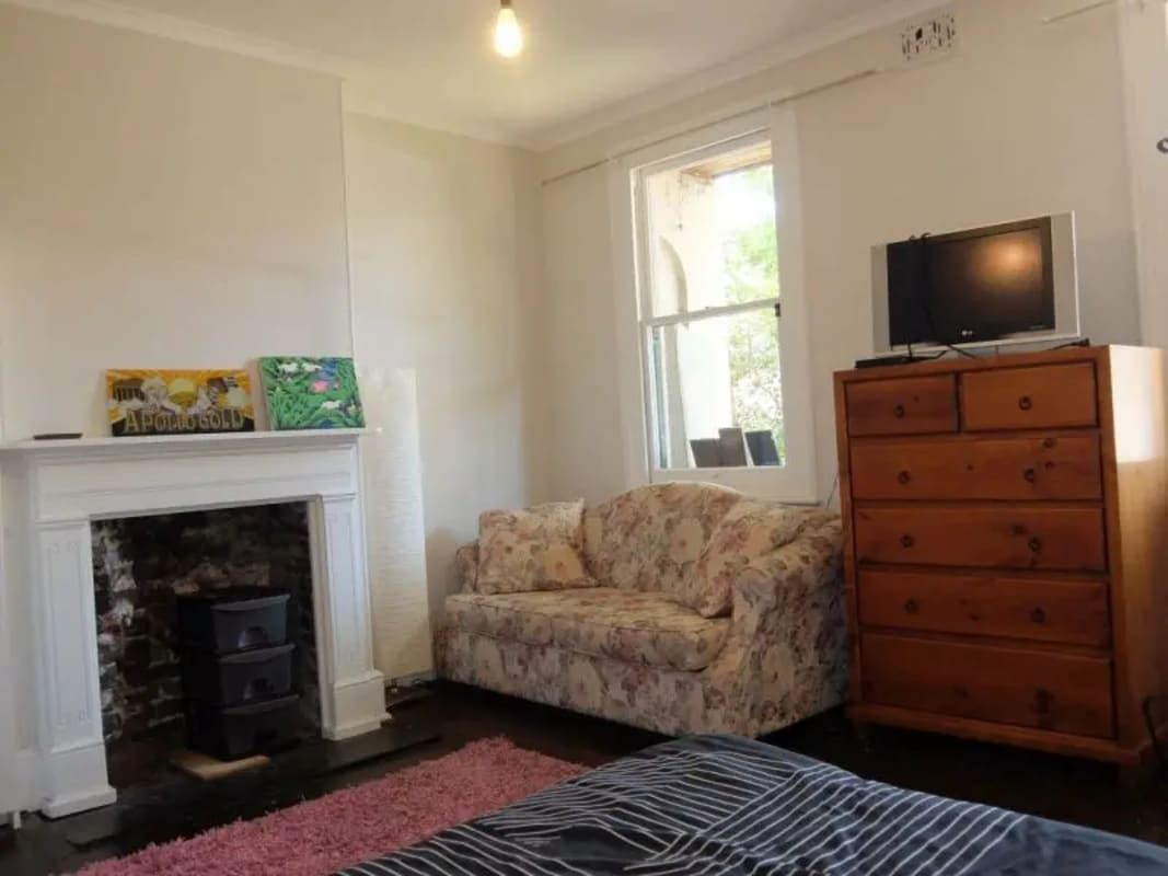 $1,095, Whole-property, 4 bathrooms, Lodge Street, Forest Lodge NSW 2037