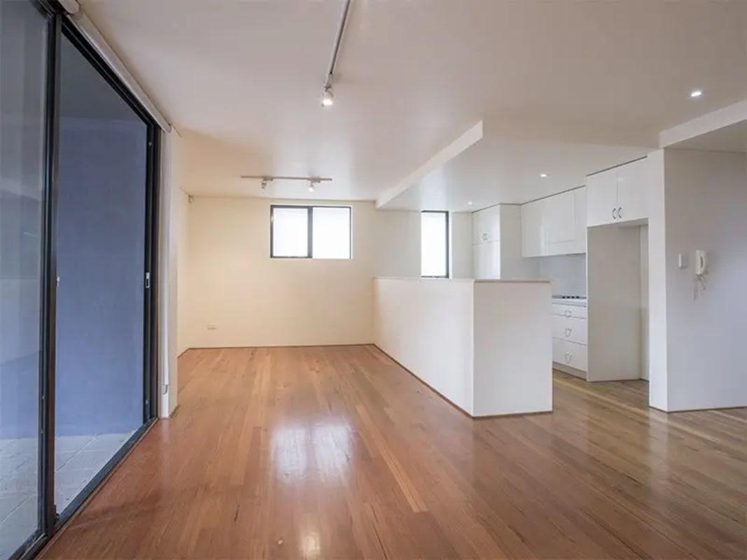 $600, 1-bed, 1 bathroom, George Street, Redfern NSW 2016