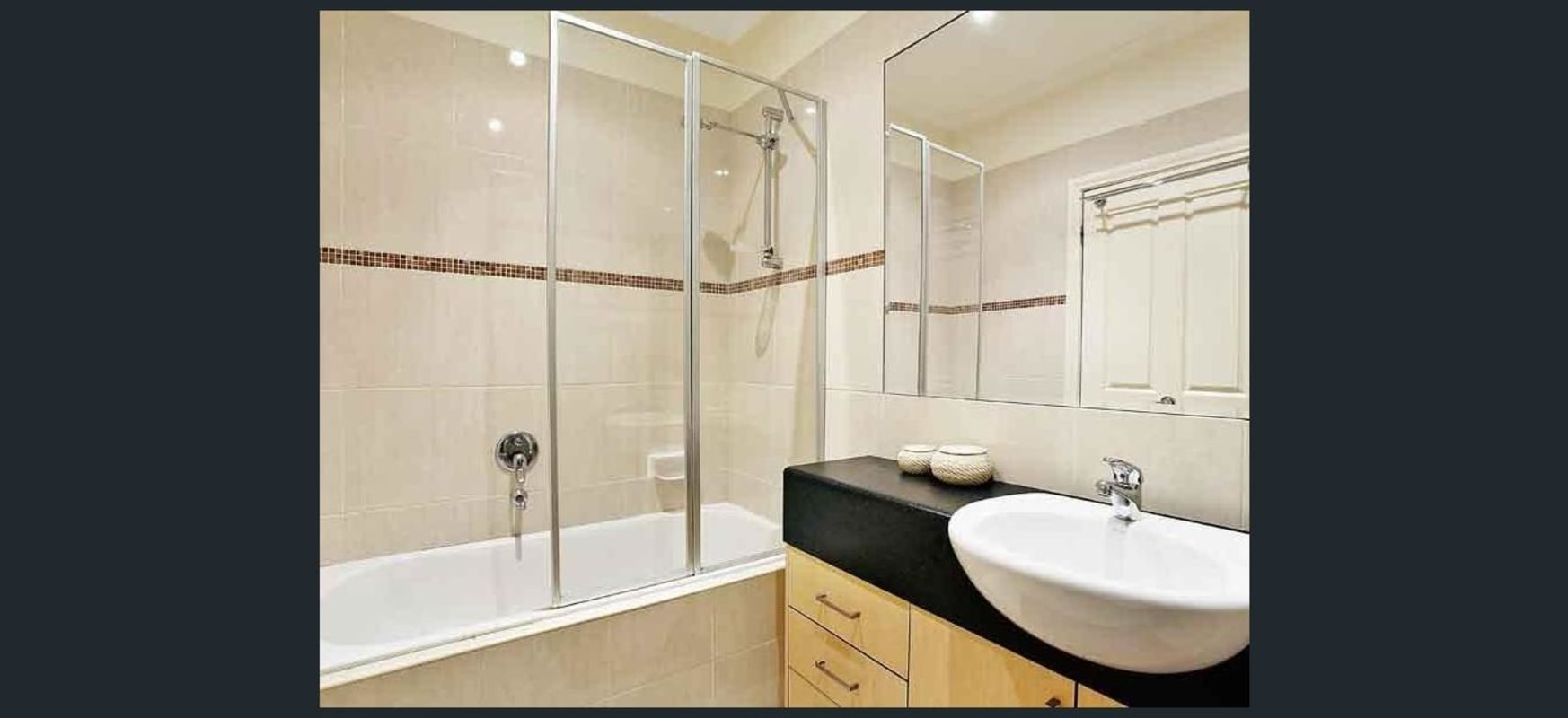 $250, Flatshare, 2 bathrooms, High Street, Thornbury VIC 3071