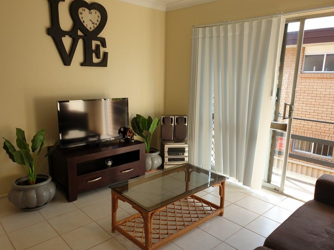 $210, Homestay, 2 bathrooms, Burra Street, Surfers Paradise QLD 4217