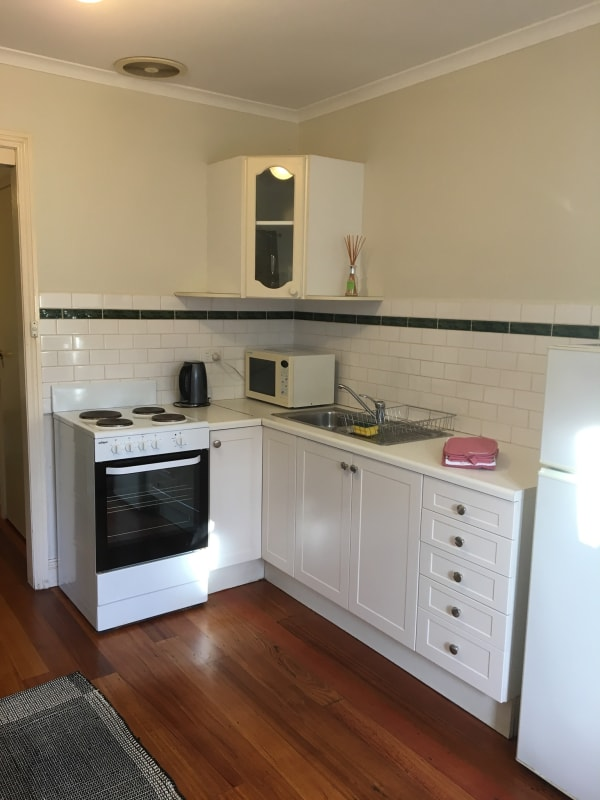 $425, Granny-flat, 1 bathroom, Union Street, Windsor VIC 3181