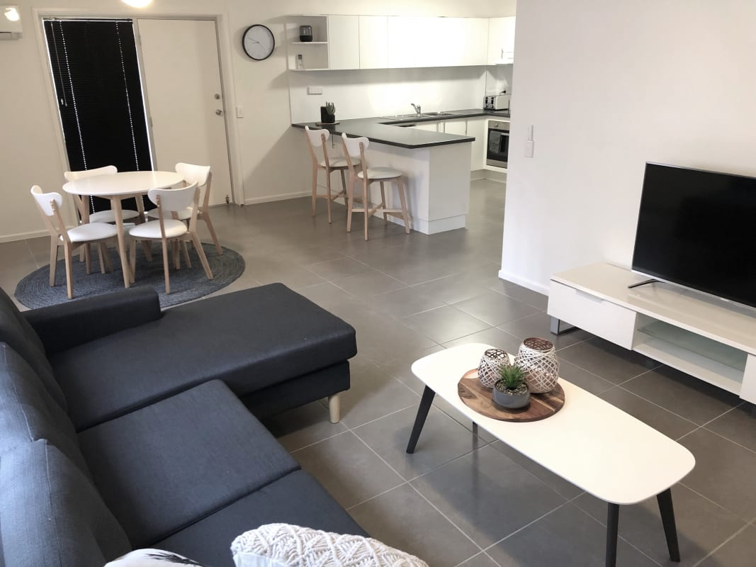 $250, Flatshare, 2 bathrooms, Illawong Street, Surfers Paradise QLD 4217
