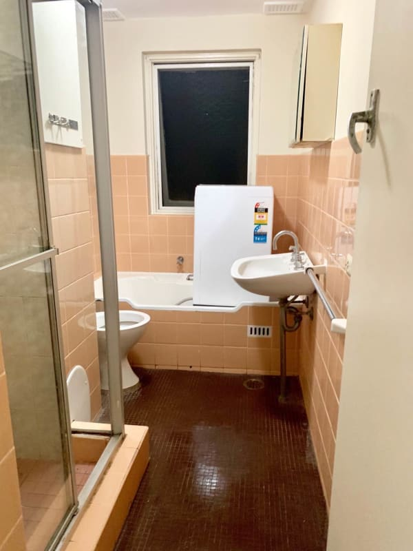$180, Student-accommodation, 2 bathrooms, Anzac Parade, Kingsford NSW 2032